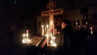 Extinguishing a candle at each reading during the vigil of the Passion Gospels