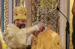 Patriarch +Sviatoslav awards Fr. Richard Janowicz the jeweled cross for his 10 months of service as eparchial administrator. Photo courtesy of St. Nicholas Catholic Cathedral.